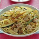 Spaghetti con tonno fresco